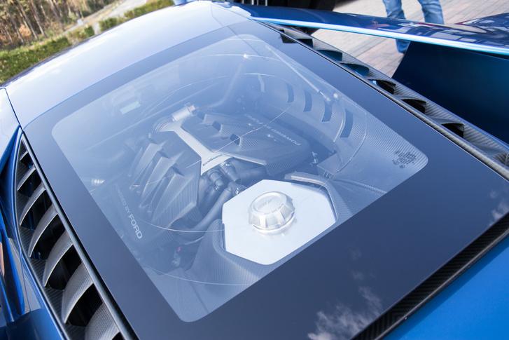 V6, 3.5 liter 656 lóerő, két turbóval