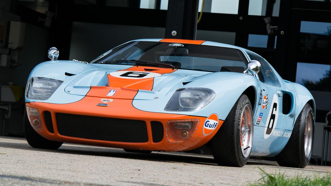 Csodálatos a forma, lapos és könnyű. A mai GT azért nem GT40, mert anno eladták a jogokat egy replikagyártónak, és utána nem tudta/akarta visszavásárolni a nevet a Ford