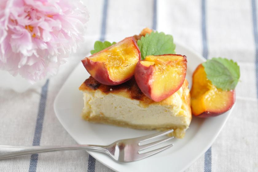 Mennyei, mascarponés, őszibarackos torta a sütőből: pihe-puha, krémes finomság
