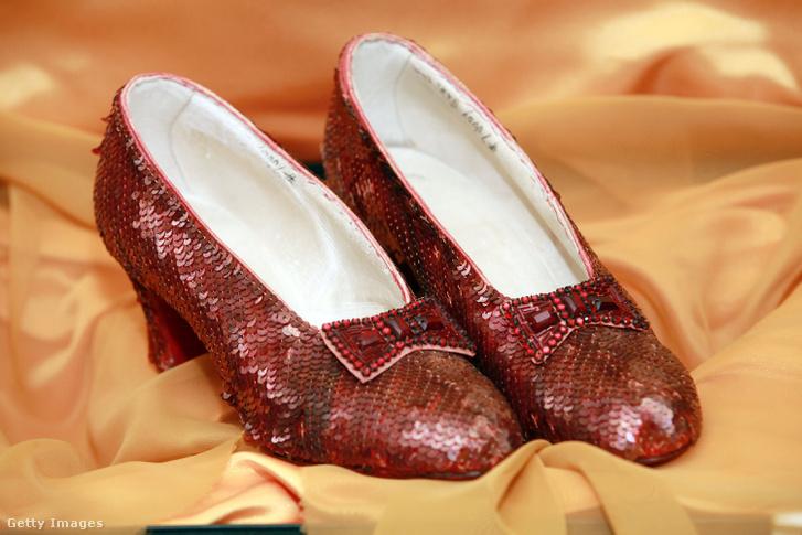 vöröscipő