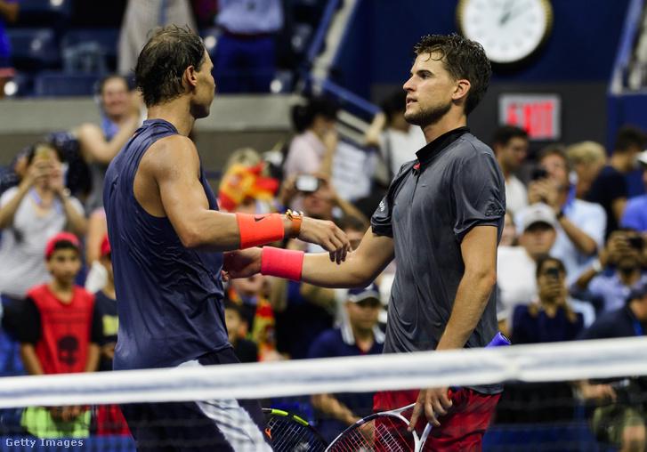 Dominic Thiem gratulál Rafael Nadalnak a negyeddöntő végén a US Openen, New York, Egyesült Államnok, 2018.09.04.