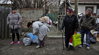 Népszava: Tovább vágná a kormány a legszegényebbek segélyét