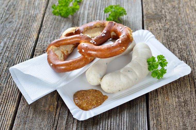 A bajor specialitás a Weisswurst, vagyis a fehér kolbász népszerű reggeli Németországban