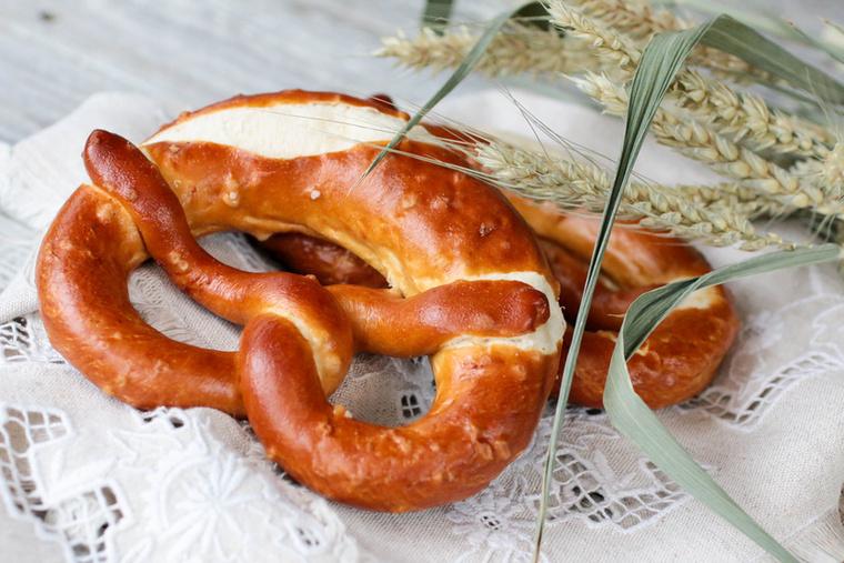 A perecet nem csak mi, magyarok szeretjük, a német  verzió, a Bretzel azonban a minénknél puhább belsejű, de ropogós külsejű péksüteményt takar