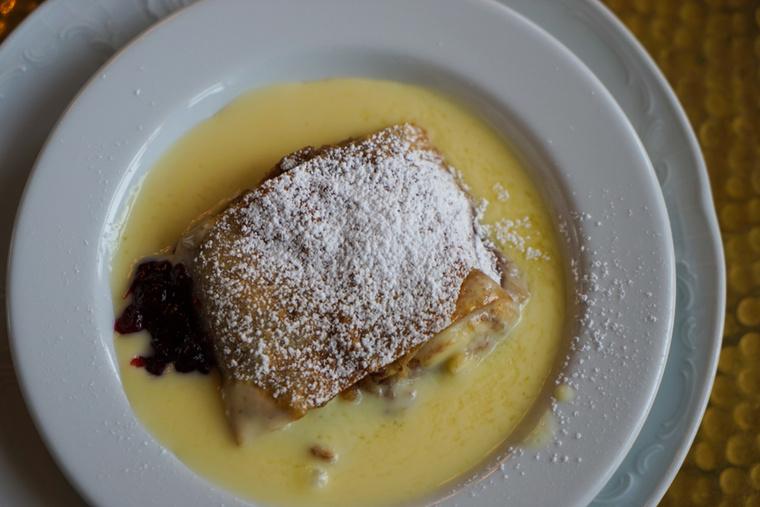 Az Apfelstrudel, vagyis az almás rétes szintén népszerű desszert az országban