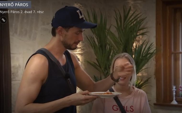 Tokár Tomi és az inkriminált bogárpöckölő pillanat.