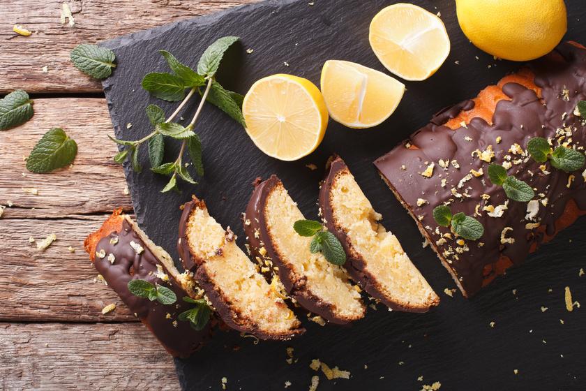 Pillekönnyű, citromos süti roppanós csokimázzal: gyorsan összeállítható és ellenállhatatlan