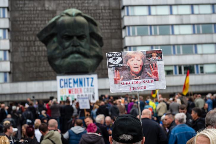 Tüntetők Chemnitzben