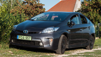 Használtteszt: Toyota Prius III Plug-in – 2015.