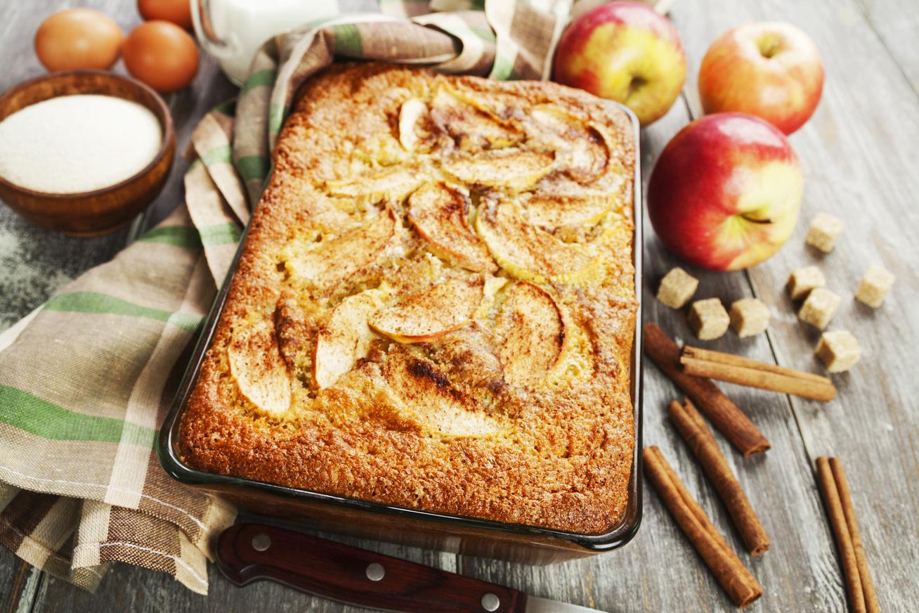 Pofonegyszerű, grízes-almás süti: a legfinomabb bögrés változat