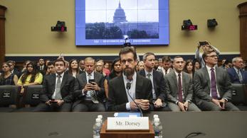 Kijöttek a fényre a konteós trollok, hogy ők is ott legyenek a Facebook és a politikusok párbaján