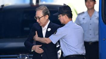 Húsz év börtönt kértek a volt dél-koreai elnökre