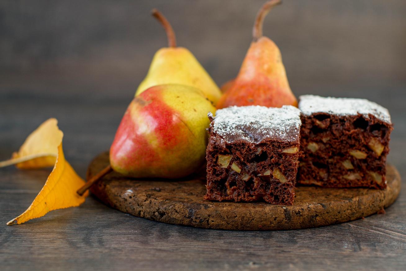 Csokis, körtés süti a nagyi konyhájából: mérd ki bögrével a hozzávalókat