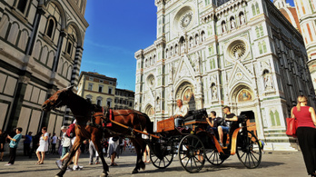 Büntetik az utcán evést Firenzében