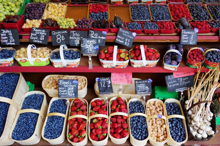 A Montrealban található Little Italy elnevezésű városrész rejti Kanada legbájosabb piacát, a Marché Jean-Talont, ahol hatalmas a gyümölcs és a zöldség kínálat