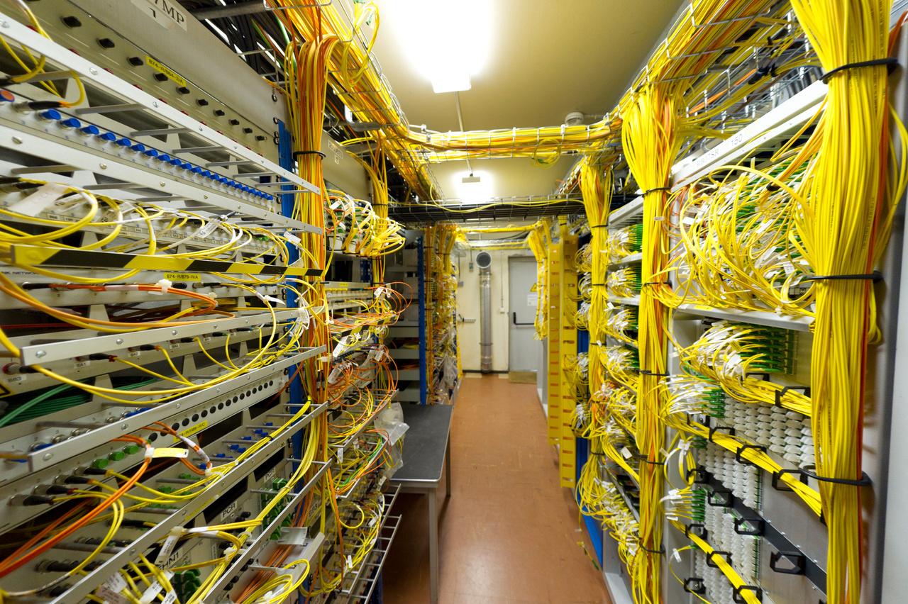 Az LHC beindítása előtt sokan aggódtak amiatt, hogy a nagy energiájú részecskeütközések életveszélyes következményekkel járhatnak - például mikroszkopikus méretű, de stabil fekete lyukak, vagy úgynevezett strangeletek jöhetnek létre. A biztonsági felülvizsgálatok megállapították, hogy a részecskegyorsító nem jelent veszélyt - már csak azért sem, mert a kifogásolt jelenségek a természetben is kialakulhatnak, komolyabb következmények nélkül. A Földre beérkező nagy energiájú kozmikus sugarak például jóval nagyobb erővel csapódnak a légkörbe, mint amire egy részecskegyorsító képes lenne.