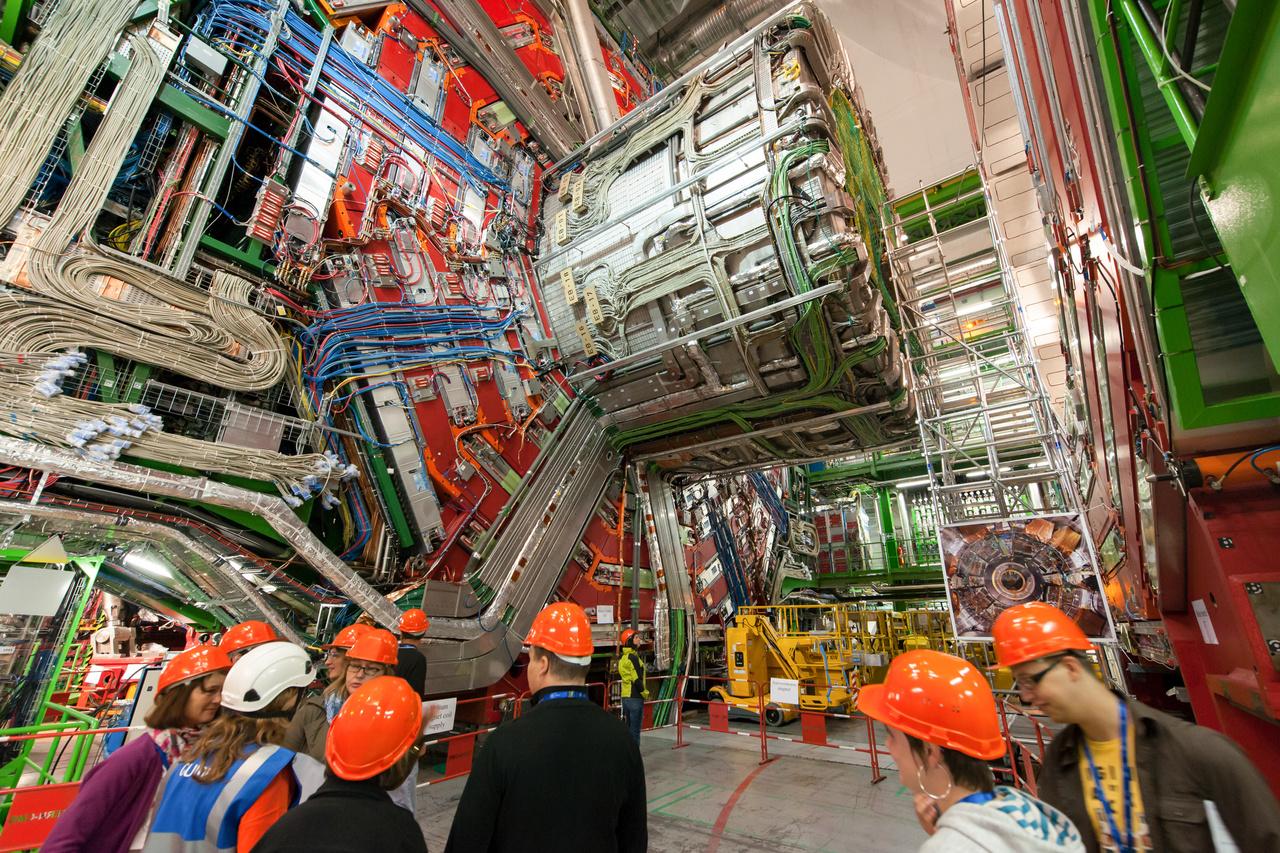 A CERN kísérletei nem kereskedelmi forgalomban kapható végtermék létrehozására irányulnak. De a világegyetem jobb megértésére irányuló próbálkozások közben olyan melléktermékek jöttek létre, mint a World Wide Web, vagyis az internet ma ismert formája, vagy olyan, rákgyógyításra használható és orvosdiagnosztikai eszközök, mint a PET szkennerek.
