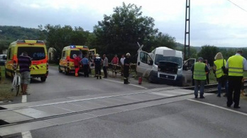 Vonattal ütközött egy furgon Döbröközön