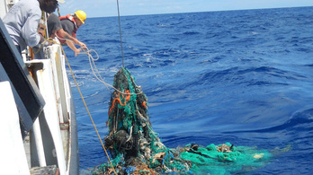 Kezdődik az Ocean Cleanup, a nagy csendes-óceáni szemétsziget eltakarítása