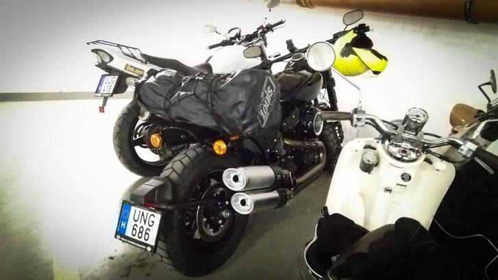 Még együtt az XJR és a Malac, de nem sokáig - nem vagyok én motormenhely
