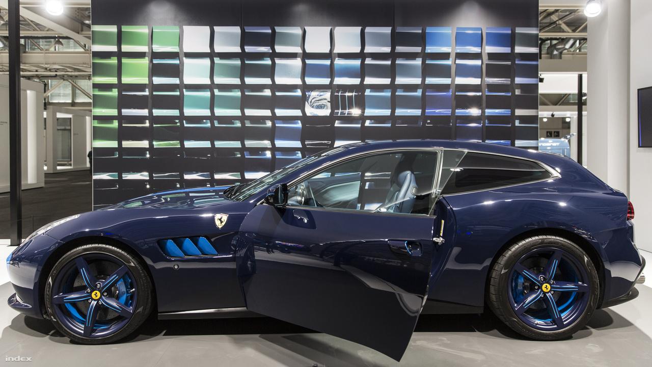 """Ferrari GTC4 Lusso """"Azzura"""", 2017. Ha Ferrari, akkor piros. Kivéve, ha azurkék, mint ez az egyedileg átalakított, kívül-belül különleges, ég- és tengerkék színű anyagok felhasználásával készült kétajtós, négyüléses kombi."""