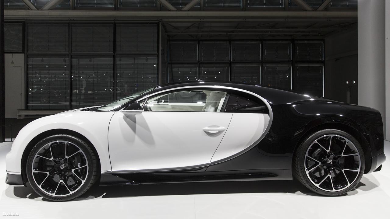 Bugatti Chiron, 2018. A Veyron észvesztő sikere után a Bugatti még tudta emelni a tétet és a lécet. A 2016-ban bemutatott Chiron 8 literes, 16 hengeres, 1500 lóerős motorja olyan erős, mint az eszelős nyolcvanas évek Forma-1-es turbómotorjai. A dizájn nem sokat változott, a szteroidokon nevelt katicabogár az oldalára kapott jellegzetes kunkori íveket, amikről azonnal felismerhető az a pár száz autó, ami a gyárból eddig kigördült.