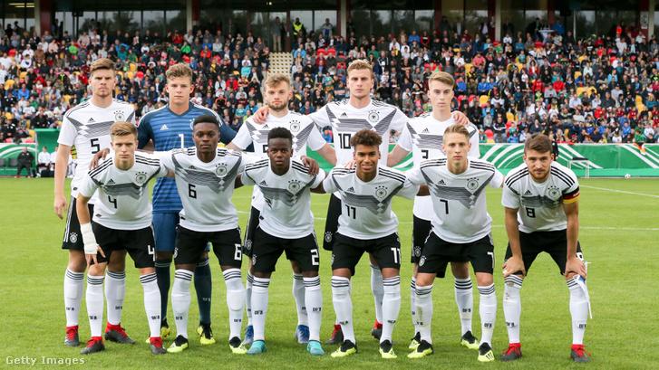 Dárdai Palkó 7-es mezben az U20-as válogatott pénteki meccsén