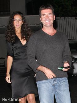 Simon Cowell fekete pólóban