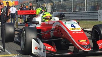Schumacher fia hatalmas formában, triplázott a Nürburgringen