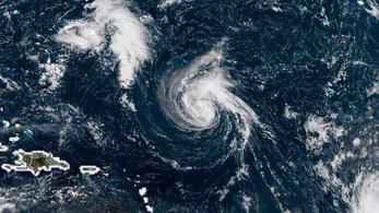 Hurrikán lett Florence, és az USA felé száguld