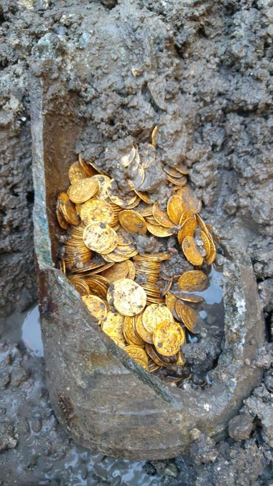5. századi római kori aranyérmék régészeti feltáráson, Como 2018.09.08.