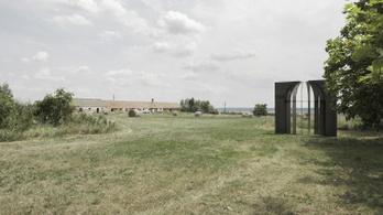 Acél esküvői kápolnát épített magának az építészpár