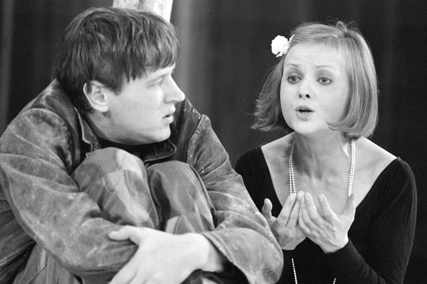 1978 szeptemberében Bertold Brecht A szecsuáni jólélek című drámájának főpróbáján, amit a kaposvári Csiky Gergely Színházban Ascher Tamás rendezett.