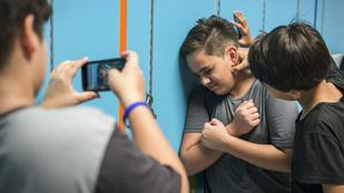 Bullying: Mit tehet a szülő, ha zaklatják a gyerekét a suliban?
