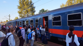 Tömegnyomor, káosz volt reggel a Vác-Budapest vasútvonalon