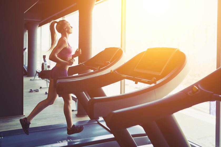 Brutálisan égeti a kalóriákat: szakaszos edzésterv futógépre, kezdőknek is