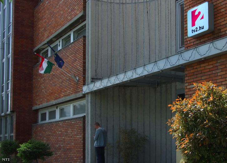 A TV2 magyar televízió stúdió- és irodaépületének bejárata
