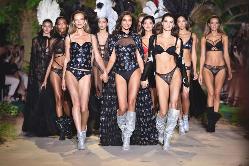 Az éj sötétjének hangulata köszönt vissza a kifutóról - középen a világhírű topmodell, Irina Shayk látható.