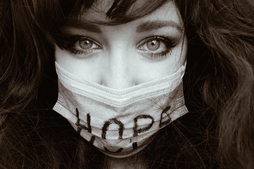 Erőteljes fotón mutatta be egy magyar lány a küzdelmét a rákkal: nemzetközi díjat nyert vele