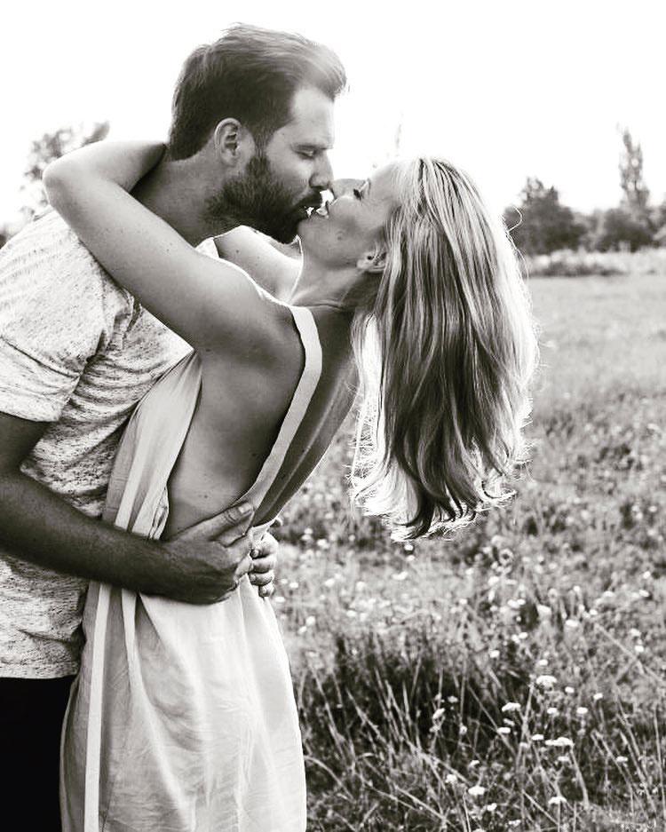 Ezt a szerelmes fotót negyedik házassági évfordulójuk alkalmából posztolta Mádai Vivien.