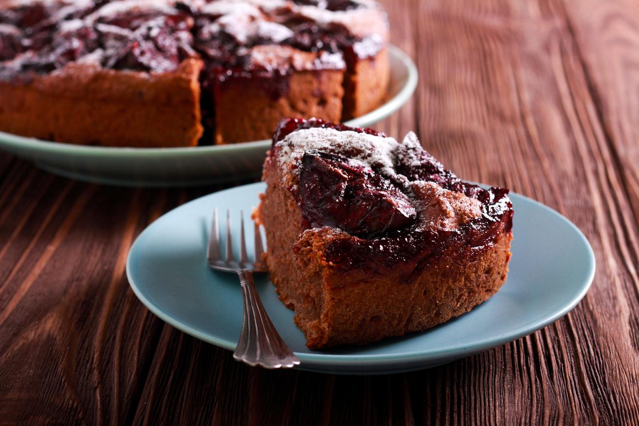 Ragacsos, csokis, szilvás süti: ebből nem tudsz eleget sütni