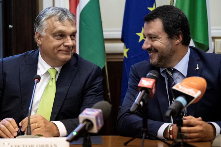 Orbán Viktor és Matteo Salvini (jobbra) 2018. augusztus 28-án, Milánóban, találkozójuk utáni közös sajtótájékoztatón