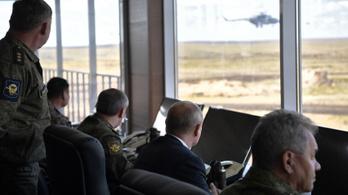 Putyin: Oroszország folytatja a fegyveres erői fejlesztését