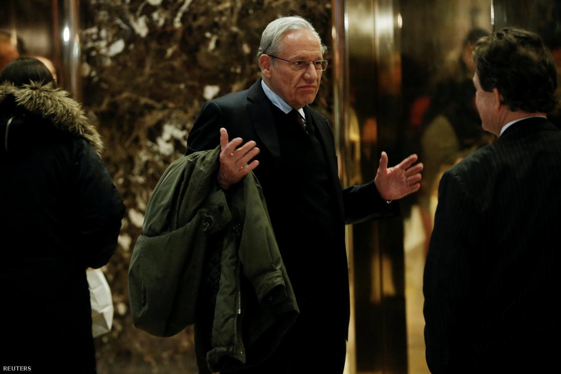 Bob Woodward érkezik a Trump Towerbe 2017. január 3-án