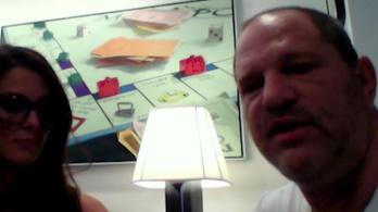 Videóra vette Weinstein áldozata, ahogy zaklatja