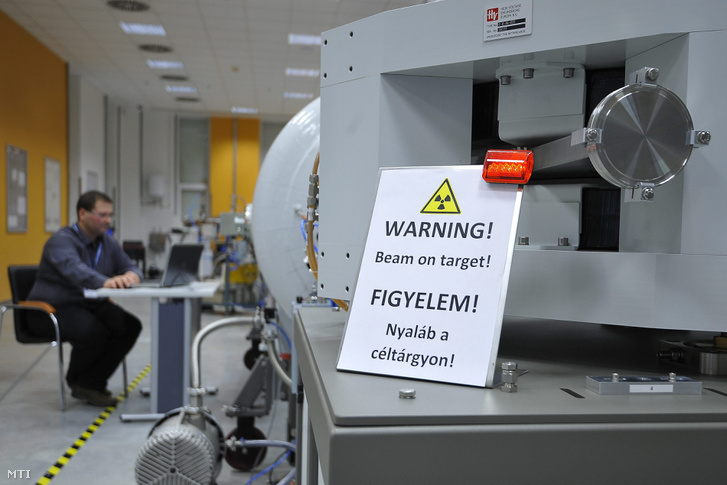 Tandetron részecskegyorsító a Magyar Tudományos Akadémia debreceni Atommagkutató Intézetében