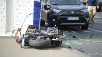 Meghalt egy motoros az Erzsébet hídon