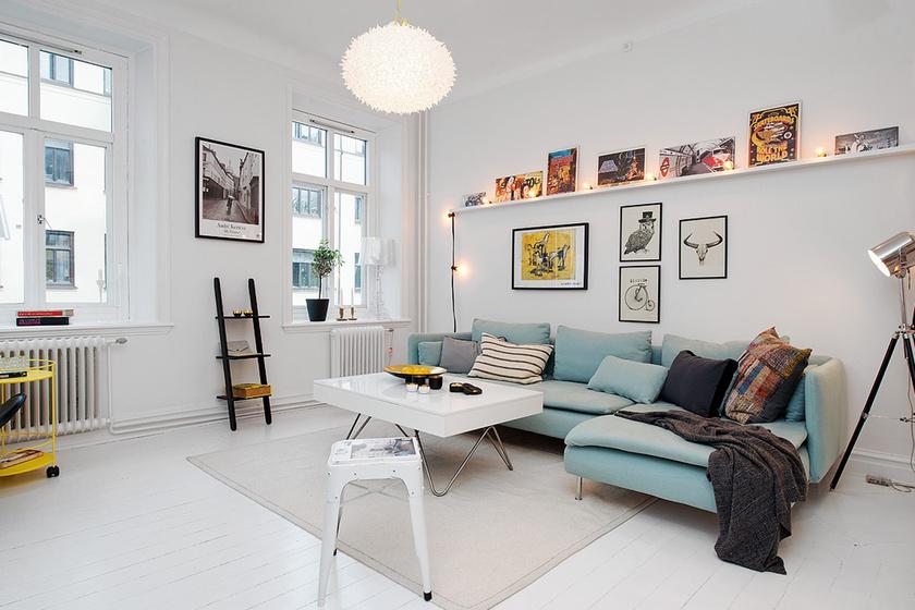 Ha apró lakást rendezel be, a legfontosabb, hogy olyan bútorokat válassz, melyek nem ülnek le a földre. Így szellősebb lesz a tér. A világos színek is optikailag nagyobbnak mutatják a szobát.
