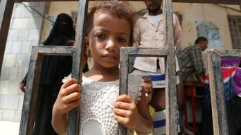 Rohamosan romlik a humanitárius helyzet Jemenben