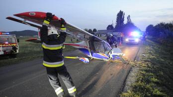 A Budakeszi és Budaörs közötti út melletti árokban állt meg egy kisrepülő